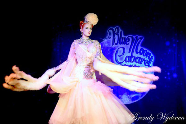 The 6th edition of the Blue Moon Cabaret - the decadent burlesque soiree with Tronicat La Miez