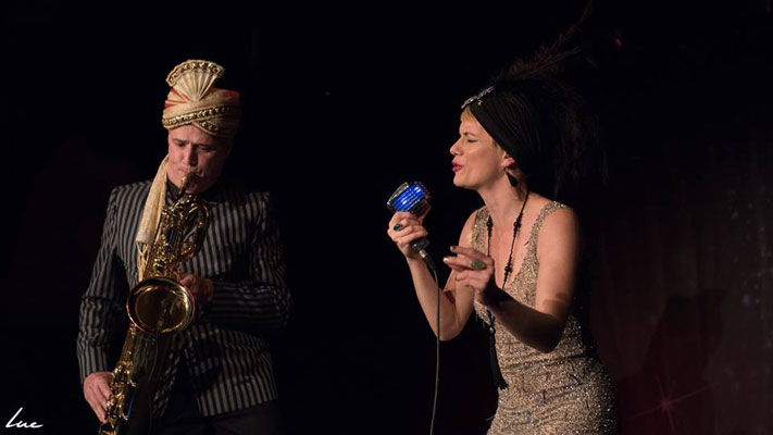 The Blue Moon Cabaret in eindhoven / the decadent burlesque soiree with live music