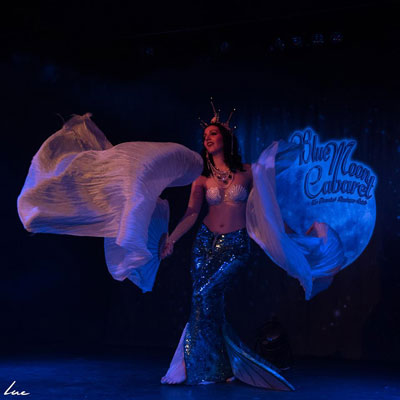 Fraulein frauke at The Blue Moon Cabaret in eindhoven / the decadent burlesque soiree